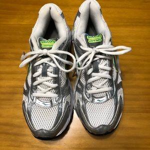 Saucony size 9.5 women's athletic shoes